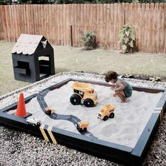 DESCRIPTION A flexible motorway made up of easy-to-connect road parts that can - Carpets Mag Outdoor Play Spaces, Outdoor Games For Kids, Backyard For Kids, Outdoor Fun, Outdoor Activities, Backyard Play Areas, Budget Backyard Ideas, Outdoor Play Kitchen, Natural Play Spaces