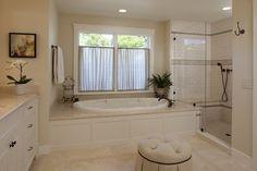 Traditional Bathroom Design, Pictures, Remodel, Decor and Ideas - page 6 Like the tub surround Marketing Digital Online, Drop In Tub, Bathtub Surround, Shower Surround, Corner Tub, Bathroom Windows, Light Bathroom, Bathroom Curtains, White Bathroom