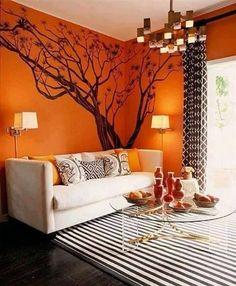 Sala anaranjada con árbol dibujado