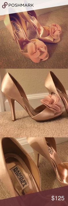 Rose gold Badgley Mischka pumps Super cute rose gold Badgley Mischka heels. Perfect to add a pop of color to an LBD or a lovely wedding shoe. Basically the shoe equivalent of a glass of champagne. Never worn. Badgley Mischka Shoes Heels