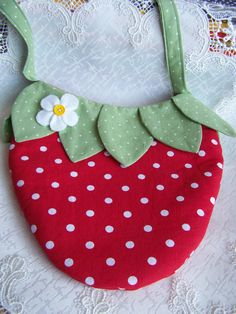 Strawberry Purse I will use this as a pattern for a bib.