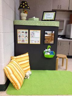 Classroom management - a Calm Down space in classroom for students to reflect on and adjust emotions and behaviour choices - from Teaching in Progress: Why I Will Never Use a Behaviour Chart Again. Calm Down Corner. Classroom Layout, Classroom Organisation, Classroom Setting, Classroom Design, Kindergarten Classroom, Classroom Decor, Future Classroom, Classroom Reading Nook, Autism Classroom