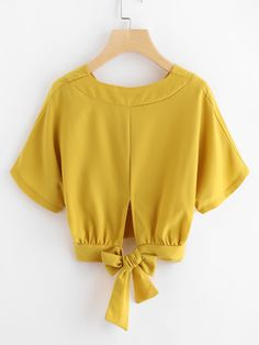 joefsf Bow Tops, Cami Tops, Teenage Outfits, Latest Sarees, Beautiful Blouses, Tie Backs, Refashion, Blouse Designs, Ruffle Blouse