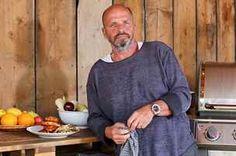 Na grilování není nic složitého, je přesvědčen Zdeněk Pohlreich. Je to hlavně o... Grilling, Bbq, Food And Drink, Celebrities, Mens Tops, T Shirt, Barbecue, Supreme T Shirt, Celebs