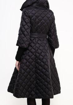 Стеганая куртка Clasna расклешенного силуэта выполнена из гладкого текстиля, утеплена слоем синте...