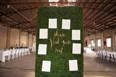 Seating Chart on a Boxwood Hedge Wall by @soireesolutions. Photo by @erikagracephoto <3