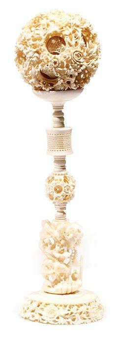 boule de canton ivoir   Boule de canton en ivoire, à décor finement sculpté et ajouré de ...