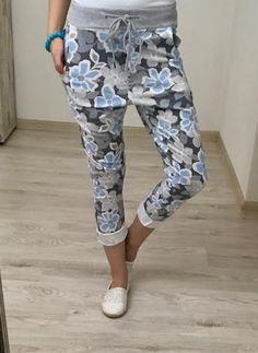 Bavlnené tepláky modré Capri Pants, Fashion, Capri Trousers, Moda, La Mode, Fasion, Fashion Models, Trendy Fashion