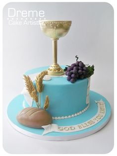 Beautiful cake for First Communion! The Transubstantiation. The bread and wine transformed into the Body and Blood of Jesus Christ. Boy Communion Cake, First Holy Communion Cake, Christian Cakes, Religious Cakes, Confirmation Cakes, Novelty Cakes, Occasion Cakes, Macaron, Cute Cakes
