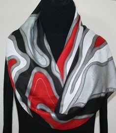 Handgeschilderde zijden sjaal. Zilver grijs, rood, zwart & wit handgemaakte sjaal WINTER liefde, in 3 maten. Zijden sjaals Colorado. Hand geverfd sjaal. Made in USA. 100% zijde. MADE TO ORDER sjaal. Aangeboden in drie maten Dit is een 100% goede zijden sjaal met abstracte vormen in zilver grijs, rood, zwart en wit; alle overzichten zijn gedaan in zilver. Versierd met zeer dunne accenten in zilver. Het is een zeer grafische en elegante zijden sjaal die elke outfit een stijlvolle accessoi...