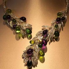 2,517 отметок «Нравится», 15 комментариев — MMdiamonds Jewellrs MITRA (@mm_diamondsjewellers) в Instagram: «Heralding the beauty of nature, the Festa Della tradizione necklace is crafted in the shape of an…»
