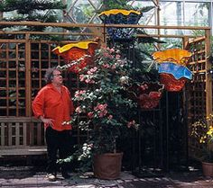 Chronology - 2004  Orlando Museum of Art and Museum of Fine Arts, St. Petersburg, Florida, become first museums to collaborate and present simultaneous major exhibitions of his work. Presents glasshouse and outdoor exhibition at Atlanta Botanical Garden.