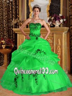 Lovely Sweetheart Spring Green 2013 Quinceanera Gown with Appliques