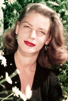 Amazing red lips and naked eyes - Lauren Bacall, Golden Age Of Hollywood, Vintage Hollywood, Hollywood Glamour, Hollywood Stars, Hollywood Actresses, Classic Hollywood, Actors & Actresses, Hollywood Icons, Classic Actresses