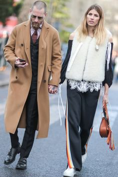 Pin for Later: Retour Sur les Meilleurs Looks Street Style de la Fashion Week de Paris Jour 3 Justin O Shea et Veronika Heilbrunner