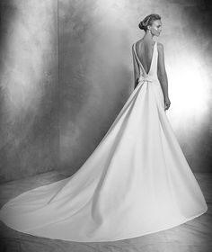 VENIA style: Simple mermaid wedding dress in pique. Bodice with bateau neckline…