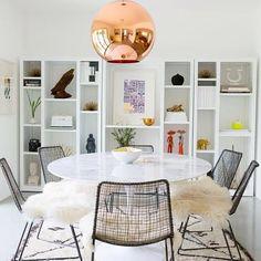 A House in the Hills. Projeto do designer de Patrick Mele. #interiores #arquiteturaein0teriores #arte #artes #arts #art #artlover #design #interiordesign #architecturelover #instagood #instacool #instadaily #furnituredesign #design #projetocompartilhar #davidguerra #arquiteturadavidguerra #shareproject #dinigroom #diningroomdesign #patrickmele