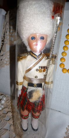Collectible souvenir doll rare mace bearer Scottish doll in lovely white busby original box, circa 1960s