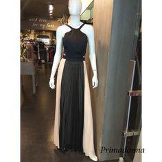 bfc3bccd4057 Μονόχρωμο μάυρο μπούστο και δίχρωμη πλισέ φούστα είναι από τα φορέματα που  κάνουν την διαφορά με το sexy στίλ του. Έχει λεπτές τιράντες – ανοικτή ...