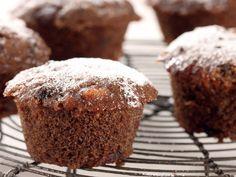 In en om die huis: Mikrogolf Vrugtekoek Muffins Microwave Cake, Microwave Recipes, Muffin Pan Recipes, Dessert Recipes, Desserts, Christmas Baking, Cupcake Cakes, Cupcakes, Fruit Cakes
