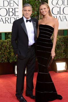 Los hombres más hot de los Globos de Oro. George Clooney, congelado en formol y con su inseparable novia, Stacey Keibler.