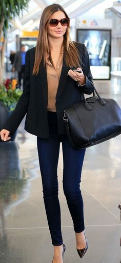 Corporate meets casual. Your colleagues will remember that you are a professional when they see you in this outfit.