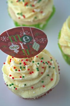 Oregon Transplant: Vanilla Cupcakes with Whipped Eggnog Frosting Berry Cupcakes, Apple Cupcakes, Baking Cupcakes, Vanilla Cupcakes, Frosting Recipes, Cake Recipes, Eggnog Cake, Sallys Baking Addiction, Brownie Batter