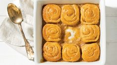 Treat yourself to this delightful, simple and quick maple swirls recipe! Hot Cross Buns, Crescent Rolls, Rolls Recipe, Cinnamon Rolls, Sweet Tooth, Tourbillons, Sweets, Dishes, Baking