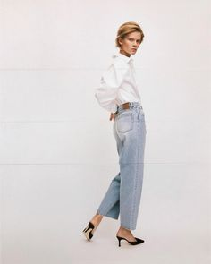 Simple Chic Fall Look Idea—White, Shirt, Jeans, Mule Heels Simple Outfits, Casual Outfits, Fashion Outfits, Womens Fashion, Knitwear Fashion, Best Jeans, Fall Looks, Vintage Denim, Jeans Style