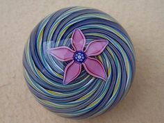 IMMACULATE PETER MC DOUGALL GLASS PAPERWEIGHT FLOWER