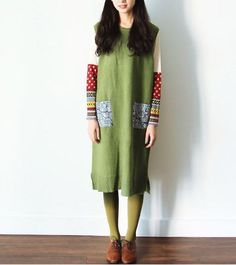 May Flower Collection. Winter and Spring  Loosing fit design, simple cut, Mori Girl style (森ガール), natural and fresh. The fabric is knitting wook, forest green color, the two pockets are blue porcelain color. Great to match with shirt or sweater inside.  Free size. here's the measurement in ...