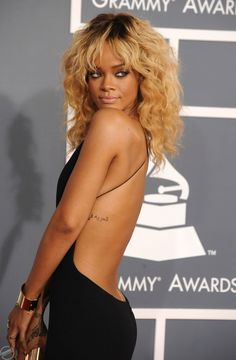 Rihanna @ the grammys ..omg her eyes r gorgeous!