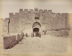 Jerusalem-القدس الشريف: باب الاسباط في عام 1860.