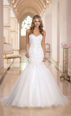 love the wedding dresses with lace ,love the whole wedding dresses