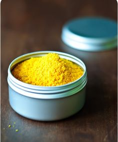 Orangen- und Zitronenpulver und was man alles damit anstellen kann Small curio shop: orange and lemon powder and what you can do with it Easy Cooking, Cooking Recipes, Healthy Recipes, Homemade Curry Powder, Homemade Lemonade Recipes, Oranges And Lemons, Food Gifts, Diy Gifts, Diy Food