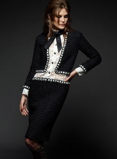 Chanel Paris in Rome Metiers dArt by Karl Lagerfeld - Chanel Paris - Ideas of Chanel Paris - Catherine McNeil for Chanel Paris in Rome Metiers dArt by Karl Lagerfeld Chanel Pre-Fall 2016 Style Coco Chanel, Chanel Style Jacket, Coco Chanel Fashion, Chanel Couture, Look Fashion, High Fashion, Fashion Show, Fashion Outfits, Fashion Design