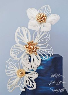 A three tier navy blue square cake with a gold quilled design and quilled wafer paper flowers. I am so excited to share that this cake was featured in the August issue of Cake Masters, with a tutorial on how I made my wafer paper flowers. Wafer Paper Flowers, Wafer Paper Cake, Felt Flowers, Quilling Cake, Paper Quilling, New Cake, Blue Square, Gorgeous Cakes, Sugar Art