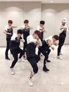 BTS Official Tweet - BTS (selca) 131016
