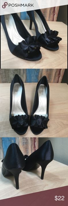 TAHARI HIGH HEELS NEW sz 9.5 Beautiful dressy shoes brand new only been tried on . No box Tahari Shoes Heels
