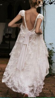 Sheer Simplicity / Wedding Style Inspiration / LANE http://www.thelane.com/the-guide/themes/sheer-simplicity#