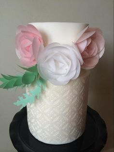Projects From Delicate Wafer-Paper Cakes Wafer Paper Flowers, Wafer Paper Cake, Cake Flowers, Flower Cakes, Gorgeous Cakes, Pretty Cakes, Fondant Cakes, Cupcake Cakes, Cupcakes