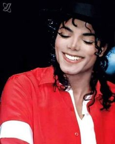 This pic. Make me fall in love again n again Michael Jackson 1988, Michael Jackson Wallpaper, Earth Two, Legendary Singers, King Of Music, The Jacksons, Music Composers, Smile Face, Peter Pan