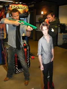 """Love this pic just because it has the guy from the movie """" The Walking Dead """"  lol"""