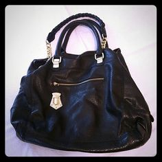 Steve Madden Bag Beautiful gently used.  Barely used in impeccable condition.  Coming from a smoke free home!! Steve Madden Bags Shoulder Bags