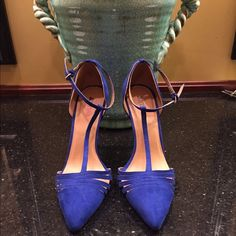 JustFab NWT heel size 7 NWT shoe has a 5 in heel Size 7 tag attached no flaw JustFab Shoes Heels