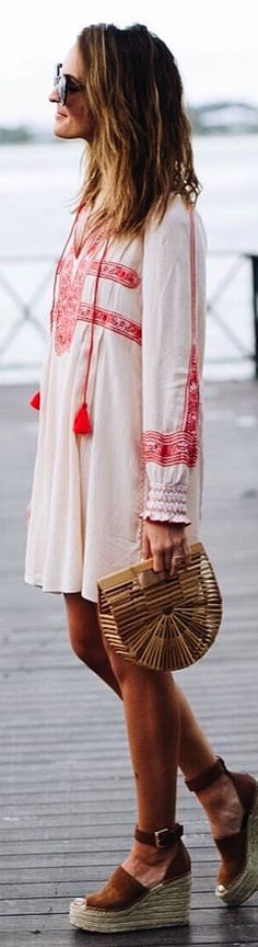 #spring #outfits  woman wearing white and red bohemian long-sleeved dress. Pic by @laurenkaysims