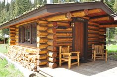 These two small cabins share a porch that overlook the North Fork Creek. Each log cabin is a one room cabin with a queen bed, sitting area, wood stove and a full bath.%0A..
