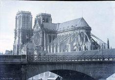 Notre Dame de Paris is a historic Roman Catholic Marian cathedral on the eastern half of the Île de la Cité in the fourth arrondissement of. Paris Images, Paris Photos, Photos Du, Great Photos, Old Photos, Amazing Photos, Old Paris, Vintage Paris, Tour Saint Jacques