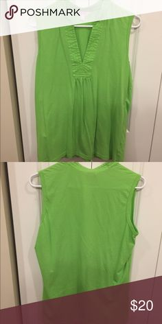 Tunic Style Green Tank This tank is in previously loved condition. It is still in great shape though. No pilling or stains. Great to pair with your Lilly pants or shorts. Lilly Pulitzer Tops Tank Tops