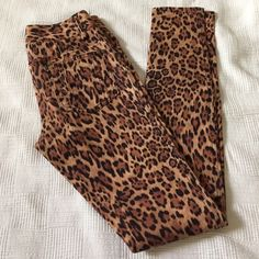 Alice + Olivia leopard skinny jeans Awesome leopard skinny jeans with stretchy. Never worn because I have way too many skinnies and not enough places to wear them (plus it's always hot here!) so instead of dreaming of the day I get to wear them...it's time to sell. tag size 0 Alice + Olivia Jeans